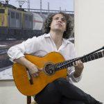 El guitarrista Carmelo Picón durante su actuación