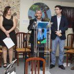 Gregorio Acarapi, viudo de Pepa Pinto, se dirige al público durante el acto de entrega de premios